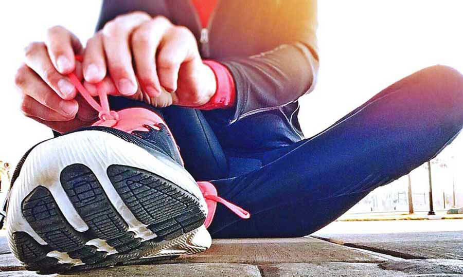 Image: Jogger preparing to run   11 ways to be fit and frugal - Lizalyn Smith Blog